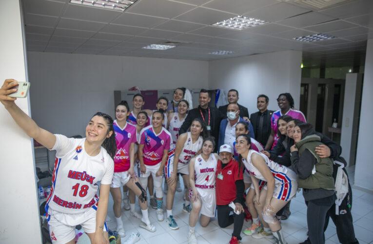 Çekişmeli geçen maçın galibi Büyükşehir ekibi