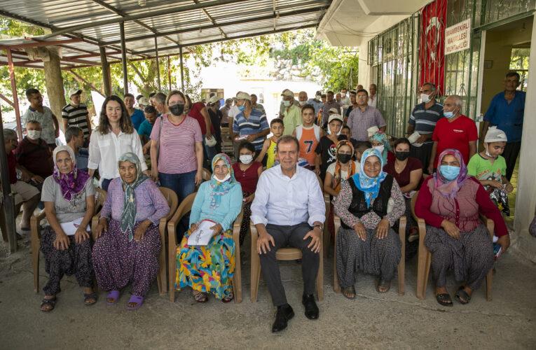 """SİLİFKE'NİN 7 MAHALLESİNİ GEZEN SEÇER, VATANDAŞLARA """"İYİ BAYRAMLAR"""" DİLEDİ"""